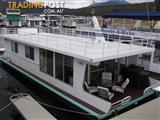 "Houseboat Holiday Home on Lake Eildon Vic ""La Belle Aurore"""