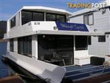 """Houseboat Holiday Home on Lake Eildon Vic """"Midnight Special"""""""