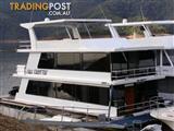 "Houseboat Holiday Home on Lake Eildon Vic ""Full Throttle"""