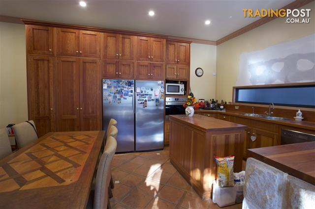 Solid Timber Kitchen With Shaker Style Doors