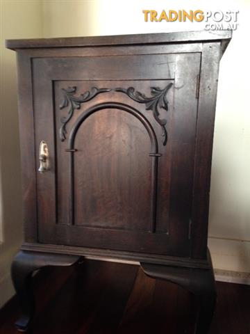 Commode/cabinet
