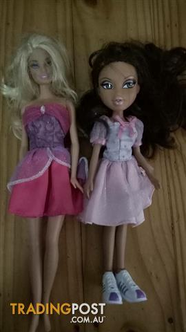 Barbie and Bratz doll bundle