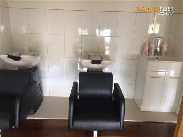 2 Mara Deluxe Wash Lounge - White Basin for SALE!!