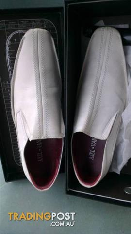 AXEL VANI men's shoes size 44