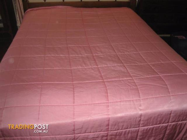 ELEGANT SATIN PINK QUILTED BED COVER - Bedspread -