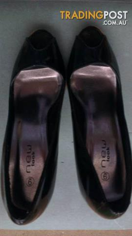 WOMEN BLACK SHINY SHOES size 9