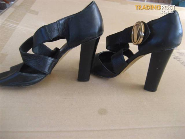 GLAMOUR PUSS women leather black shoes size 8 1/2