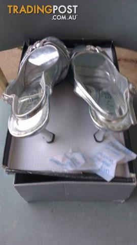 Women silver shoes size 9