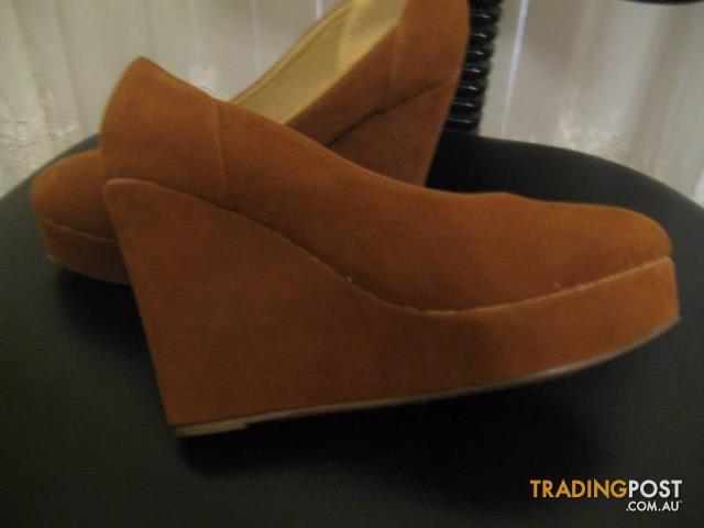 New Women's Shoes size 40 - TRADE SECRET