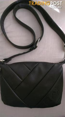 Women black soft leather crossbody bag - ROXY