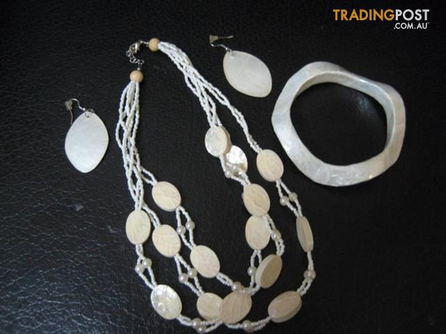 Jewellery necklace, earrings & bracelet - fr J's Room
