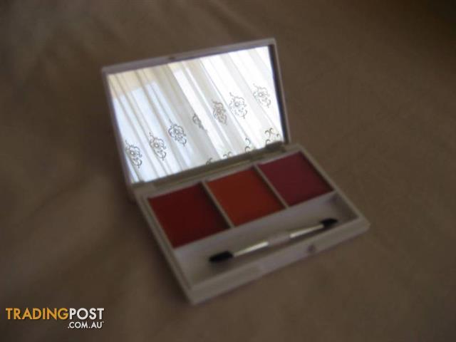 NP set Lash & Dash Lip Gloss Palette - USA