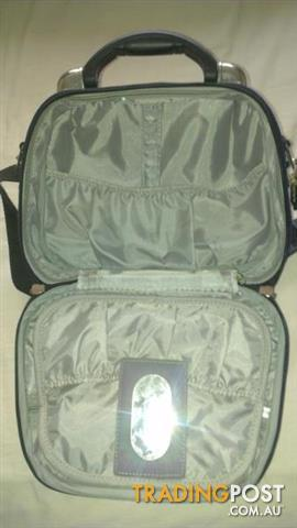 Women's toiletry travel bag