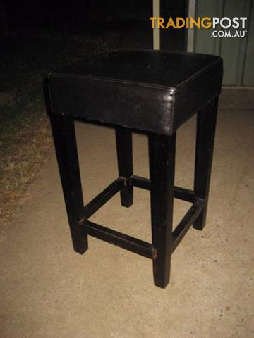 Barstool - black Leather - black wood colcour