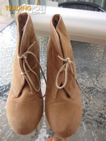 RUBI Women's Shoes size 40