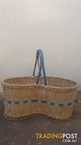 Vintage woven WICKER BASKET Shopping Carry bag home decor