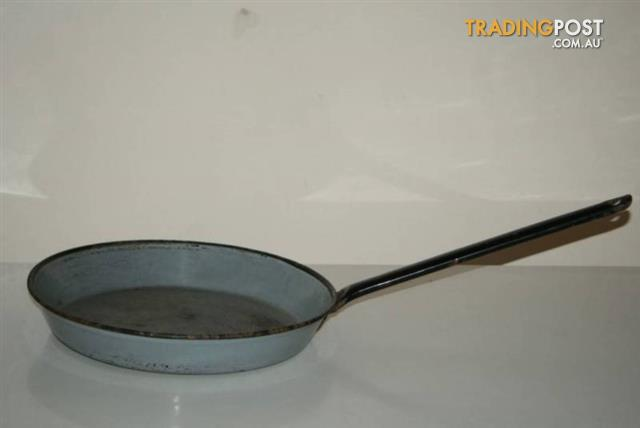 Vintage ENAMEL FRYING PAN Heavy long Handle Grey FRYPAN camping