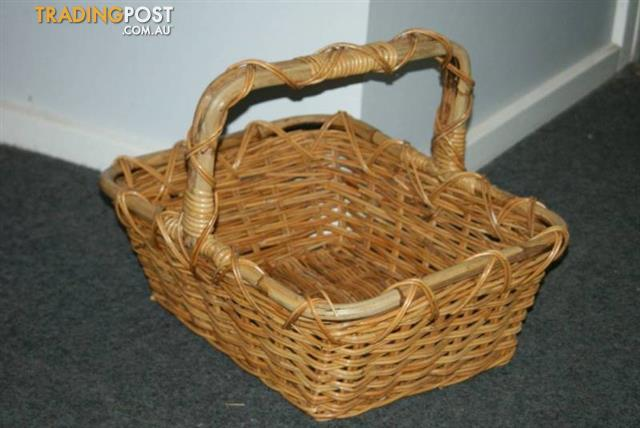 Large vintage CANE BASKET Home DŽcor
