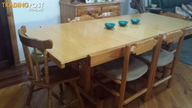 TABLE & 6 CHAIRS Extendable wood
