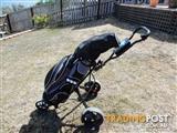 Set men's R/H golf clubs, bag & buggy.