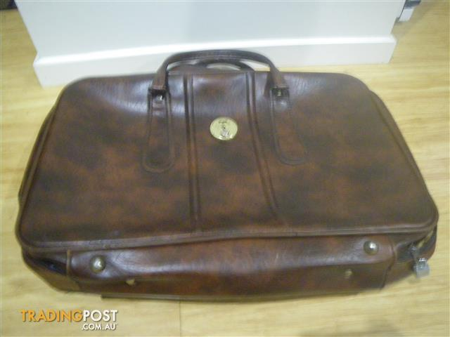 COMPLETELY CLASSIC RETRO HIPSTER BROWN AND BEAUTIFUL SUITCASE