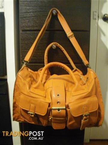 LEATHER LIGHT BROWN ORANGE TAN CARRY BAG WITH POCKETS
