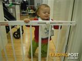 PORTABLE BABY SAFETY GATE PET GATE WOOD SECURITY GATE ADJUSTABLE PRESSURE MOUNTED GATE