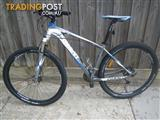 "DAMAGED GIANT TALON MOUNTAIN BICYCLE 27 SPEED BIKE 29"" TYRES FOR REPAIR OR SALVAGE PARTS CYCLING"
