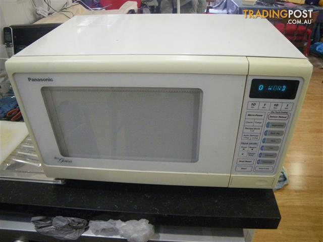 PANASONIC THE GENIUS MICROWAVE OVEN NN5753 21 LITRE 800 WATTS