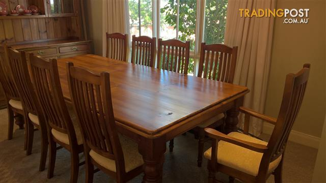 Elegant Country Style Dinning Table & Matching Chairs