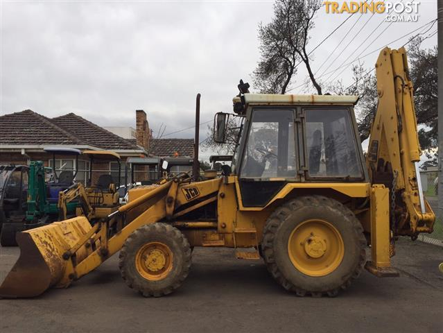 JCB 3 CX extendable back hoe with front-end loader