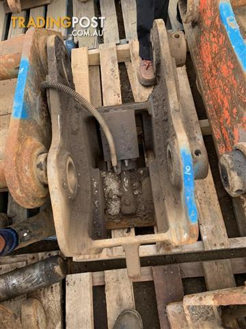 Trenching bucket for 4-6 tonne excavator
