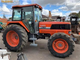 Kubota M110 DT tractor