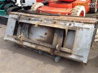 Cleana DIGGA sweeper for skid steer loader