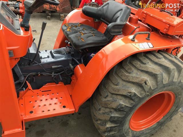 Kubota B2150 HST tractor