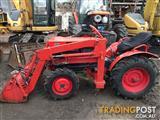 Kubota B7000 DT tractor