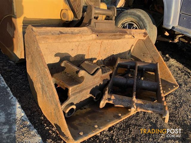 Hydraulic quick hitch for 20-25 tonne excavator