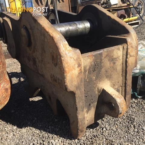 Hydraulic quick hitch for 10-15 tonne excavator
