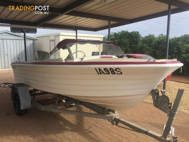Fibreglass Savage Runabout Ski/ Fishing Boat