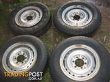 Landcruiser ~2000+ Split rim with tyres + extra tyres
