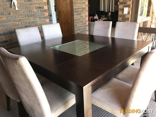 Dining table with 8 matching chairs – Nick Scali Furniture